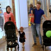 Michel Teló e Thais Fersoza passeiam em shopping com Melinda e Teodoro. Fotos!