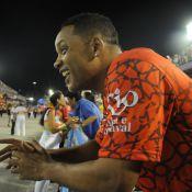 Na Sapucaí, Will Smith se empolga com desfiles e é tietado por Ildi Silva