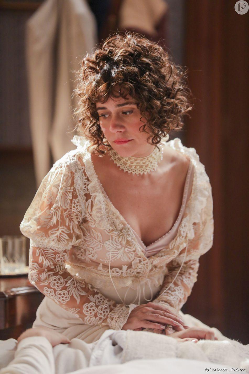Susana (Alessandra Negrini) se dá mal ao tentar conquistar milionário e acaba humilhada por Petúlia (Grace Gianoukas) no último capítulo da novela 'Orgulho e Paixão'