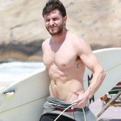 Klebber Toledo surfa e exibe corpo definido em dia de praia no Rio. Fotos!