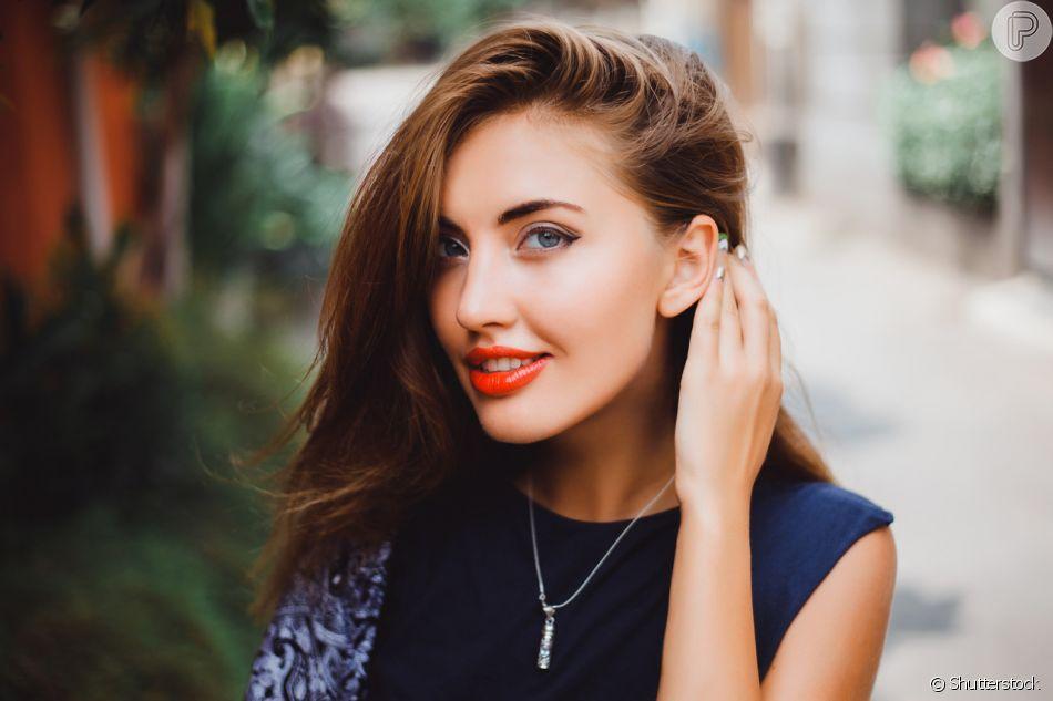 Óleos capilar também podem ser aplicados para evitar acúmulo de produtos nos cabelos finos. Saiba mais na matéria