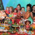 Juliana Alves posou com as amigas Débora Nascimento, Maira Charken, Sheron Menezzes e Aline Dias no aniversário da filha, Yolanda