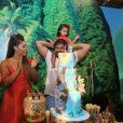 Juliana Alves e Ernani Nunes cantaram parabéns para a filha, Yolanda