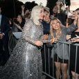 Lady Gaga atende fãs na première do filme 'A Star Is Born' ('Nasce uma Estrela), no Shrine Auditorium, em Los Angeles, Califórnia, nesta segunda-feira, 24 de setembro de 2018