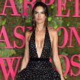 Alessandra Ambrósio está namorando com o  italiano Nicolo Oddi,  fundador da marca Alanui em parceria com a irmã, a editora da 'Vogue Japão'   Carlotta Oddi