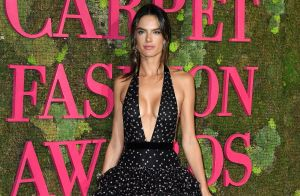Alessandra Ambrosio leva namorado italiano a prêmio de moda sustentável. Fotos!