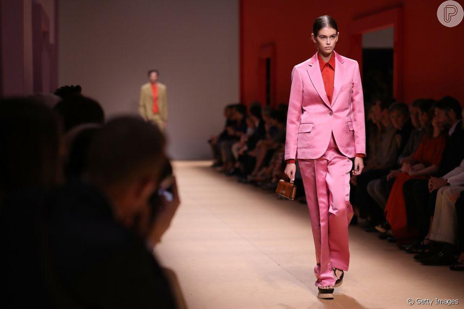 1f85e4f6432ec Outubro rosa  outra boa opção é o terno