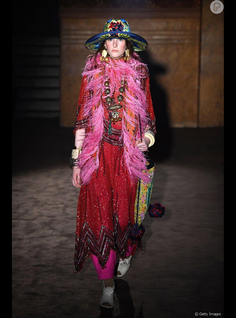Outubro rosa: o look Gucci tem volume e acessórios na parte da frente e é uma ótima pedida