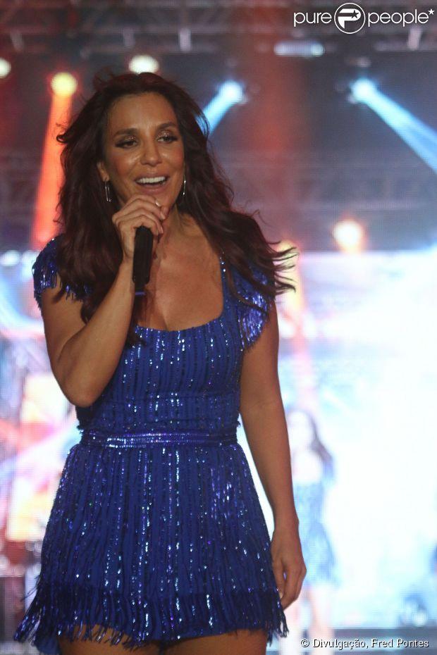 Ivete Sangalo faz show em Belo Horizonte com Alinne Rosa e sensualiza de pernas de fora com cantora de axé