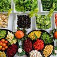 Ricos em fibras, frutas, verduras e hortaliças devem fazer parte do cardápio para prevenir câncer de mama