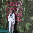 Petra Nemcova com o vestido Genny quimono em cetim branco na premiação do Green Carpet, que encerrou a Semana de Moda de Milão