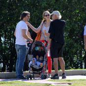 Murilo Rosa passeia de pedalinho com os filhos e encontra Ney Latorraca no Rio