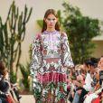 Estampas em alta no verão 2019: o floral maximalista da Valentino