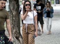 Toda de Gucci! Anitta aposta em calça bomber e tênis rasteiro no Rio. Fotos!