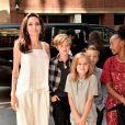 Angelina Jolie ainda não decidiu como ficará a guarda dos seis filhos que tem com Brad Pitt