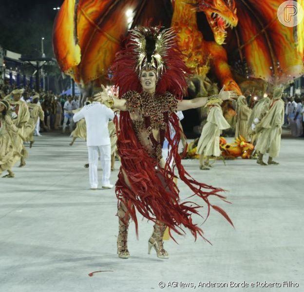 Claudia Raia é coroada a rainha da Beija-Flor, a atriz desfila há 30 anos pela escola de Nilópolis, da baixada do Rio de Janeiro; as informações são da revista 'Quem', em 12 de fevereiro de 2013