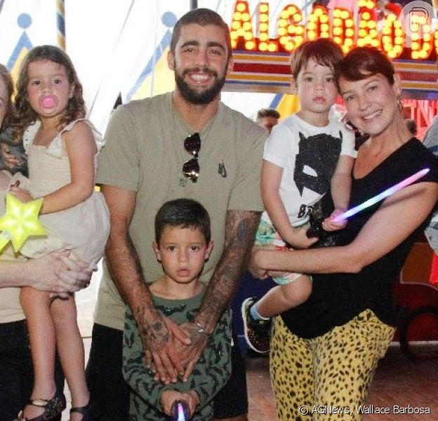Luana Piovani e Pedro Scooby levaram os filhos Dom, Bem e Liz ao circo neste sábado, 13 de outubro de 2018