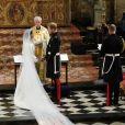 A cauda do vestido de noiva de Meghan Markle era discreta, mas seu véu se destacou na produção