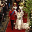 Kate Middleton escolheu um vestido tradicional e bem romântico para subir ao altar com Príncipe William