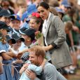 Meghan Markle ficou encantada ao ver o abraço de um menino no príncipe Harry