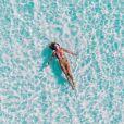 Procure beber líquidos após a exposição solar para manter a pele hidratada