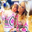 Ticiane Pinheiro costuma a combinar looks como saídas de praia, suéters e vestidos iguais ao da filha, Rafaella Justus