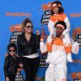 Mariah Carey combinou look com a filha,Monroe Cannon, enquanto o exNick Cannon usou conjunto idêntico ao do filho,Moroccan Scott Cannon, para irem aoNickelodeon'sChoice Awards, na Califórnia, em março de 2018