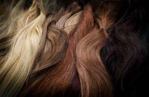 Tonalidades mais escuras viram tendência para cabelo em 2019. Veja as cores!