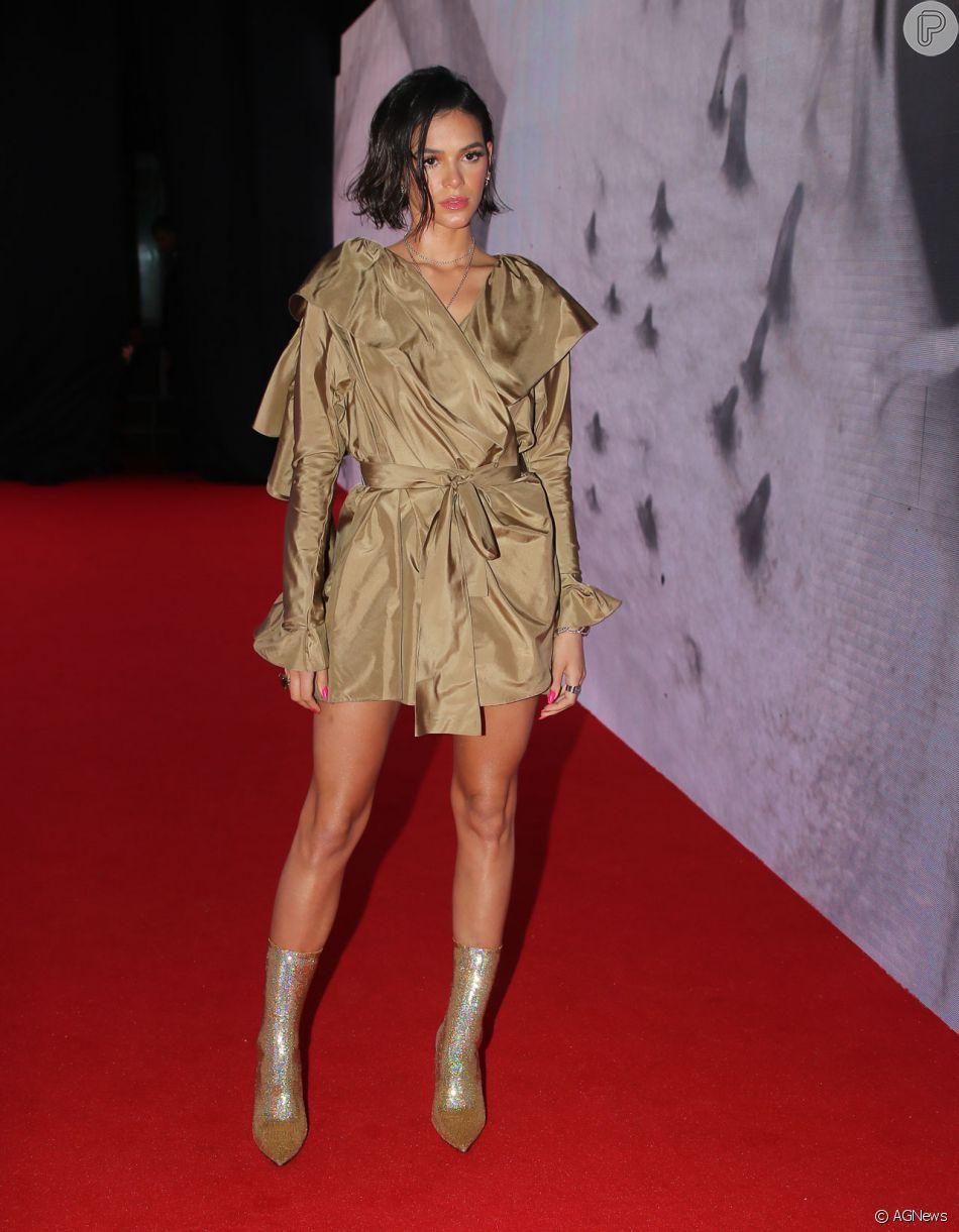 Bruna Marquezine lista peças queridinhas do momento: 'Vestido curto, bota e pochete'