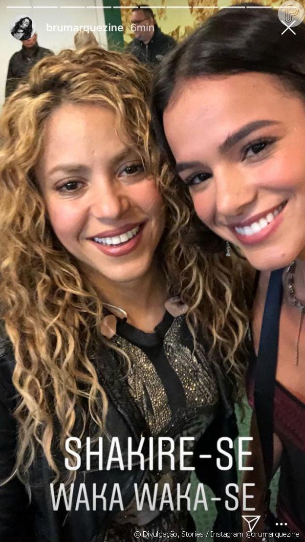 Bruna Marquezine se diverte com memes e cria novo ao lado de Shakira