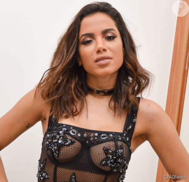 Anitta surge com lingerie decotada em capa de single de cantora colombiana, em 23 de outubro de 2018