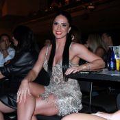 Graciele Lacerda exibe pernas torneadas em show de Zezé Di Camargo e Luciano