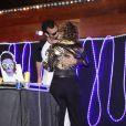 Leandra Leal troca beijos apaixonados com o namorado, Alê Youssef