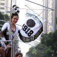 Leandra Leal participa do desfile do Cordão do Bola Preta, no Rio