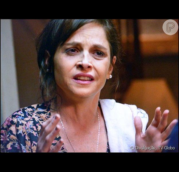 Cora (Drica Moraes) consegue fios de cabelo de José Alfredo (Alexandre Nero) para fazer um teste de DNA e provar que Cristina (Leandra Leal) é filha dele, em 'Império', em 9 de setembro de 2014