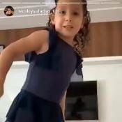 Thyane Dantas mostra a filha, Ysis, pronta para aula de dança: 'Zumba'