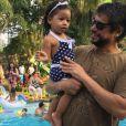 Yolanda, filha de Juliana Alves e Ernani Nunes, usou  look com estampa de poá