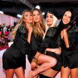 Adriana Lima posa com Candice Swanepoel, Behati Prinsloo e Rita Ora