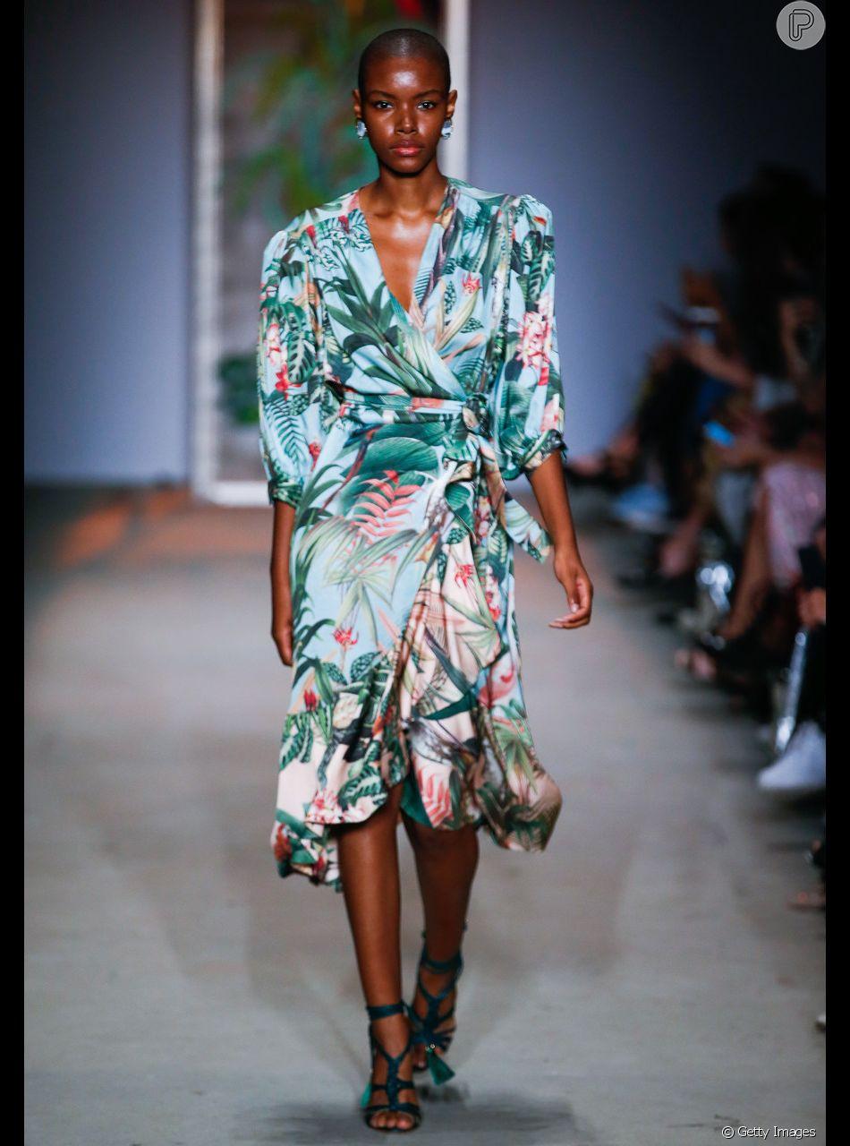 5d06b29ca Vestido envelope é atemporal e valoriza todo tipo de corpo. Em versão  brasileira e tropical da PatBo