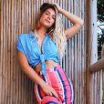 Giovanna Ewbank misturou cores fortes com clássicos, como jeans, na temporada em Noronha