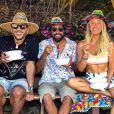 Acessórios divertidos dão um quê a mais nos looks de moda praia de Giovanna Ewbank