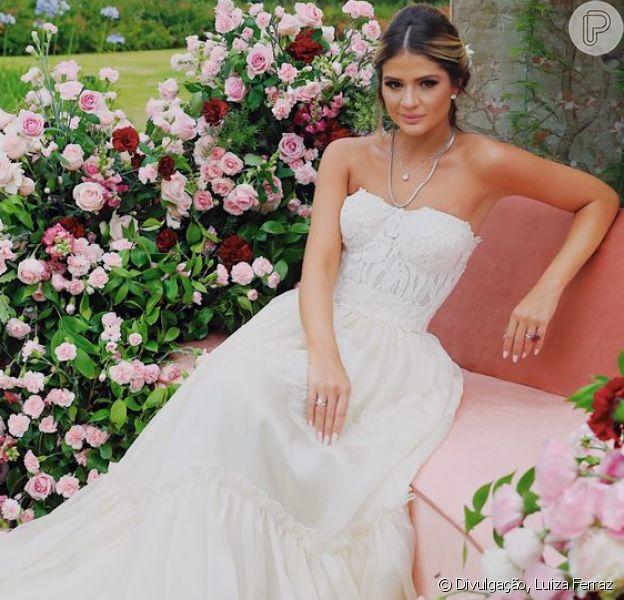 Thássia Naves elegeu vestido romântico Dolce & Gabbana para a festa de noivado com Artur Attie, neste sábado, 10 de novembro de 2018