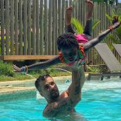 Giovanna Ewbank mostra diversão de Bruno Gagliasso e a filha na piscina. Foto!