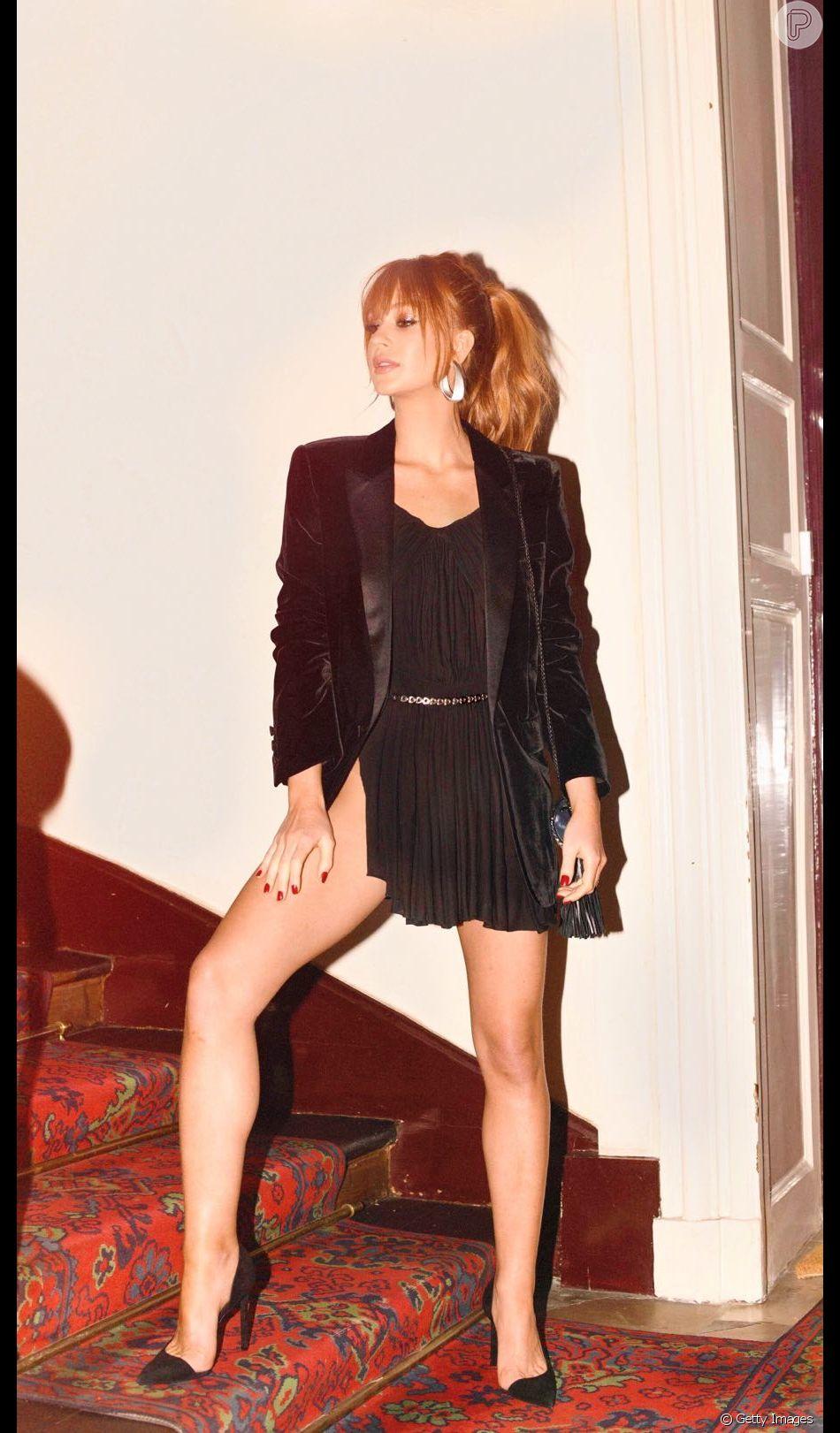 Blazer no verão é muito prático: sobre vestidinho de balada no look noturno de Marina Ruy Barbosa