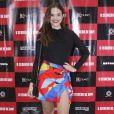 Juliana Paiva aposta em saia estampada assimétrica para pré-estreia de filme: ' É do Dudu Farias, que é meu stylist. É uma peça do acervo dele'