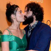 Selinho! Giselle Itié ganha beijo de Guilherme Winter em premiação em SP. Fotos!