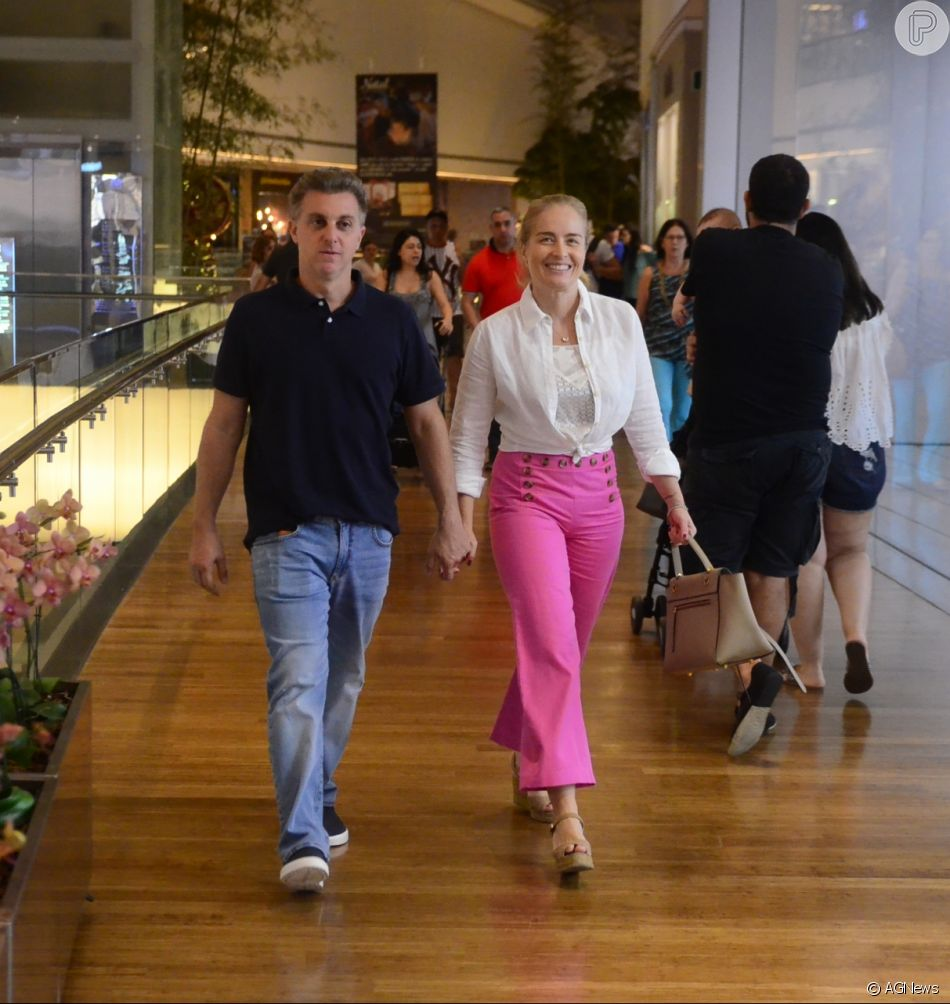 Angélica e Luciano Huck passeiam no shopping Village Mall, na Barra da Tijuca, zona oeste do Rio de Janeiro, neste sábado, 24 de novembro de 2018