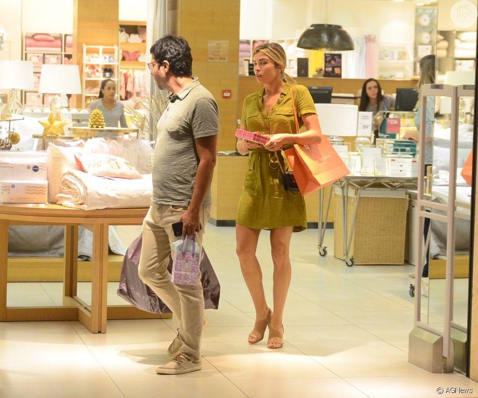 Grazi Massafera vai às compras no Village Mall, na Barra da Tijuca, zona oeste do Rio de Janeiro