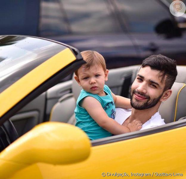 Gusttavo Lima filma Gabriel brigando para não sair do carro do cantor, em 27 de novembro de 2018