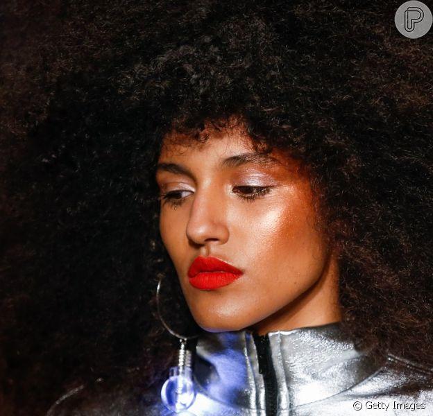 Tendências de beleza para usar nas festas de fim de ano: pele iluminada é o máximo e aposta certeira para a festas